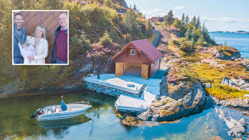 Nytt naust på Sotra - Eldbjørg og Svein-Ove sammen med Arild fra Byggmester Vallestad