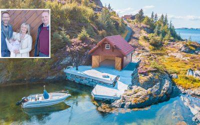 NYTT NAUST: Se det flotte, nye naustet til Eldbjørg og Svein-Ove på Syltøy i Fjell kommune